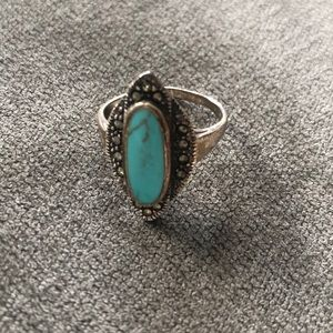 Jewelry - Turquoise ring with stone detail